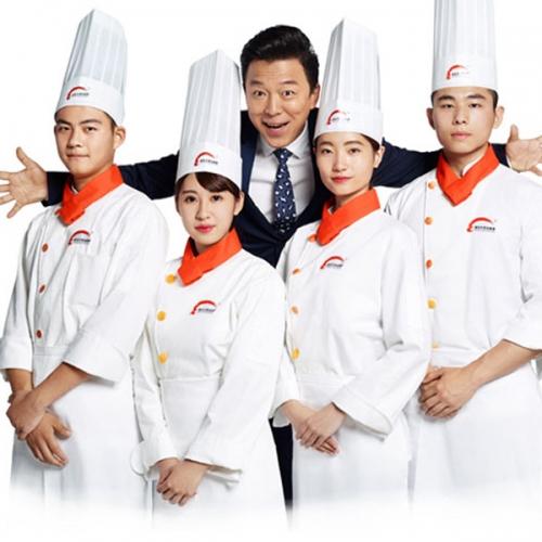 新东方烹饪学校里的高档厨师工作服
